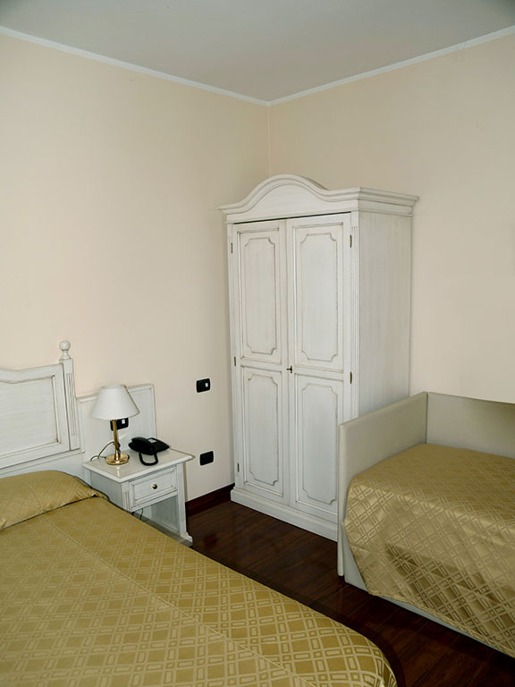 Four beds room